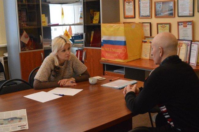 Nizhny Novgorod City Duma deputy Anna Tatarintseva meets with a constituent, December 2016
