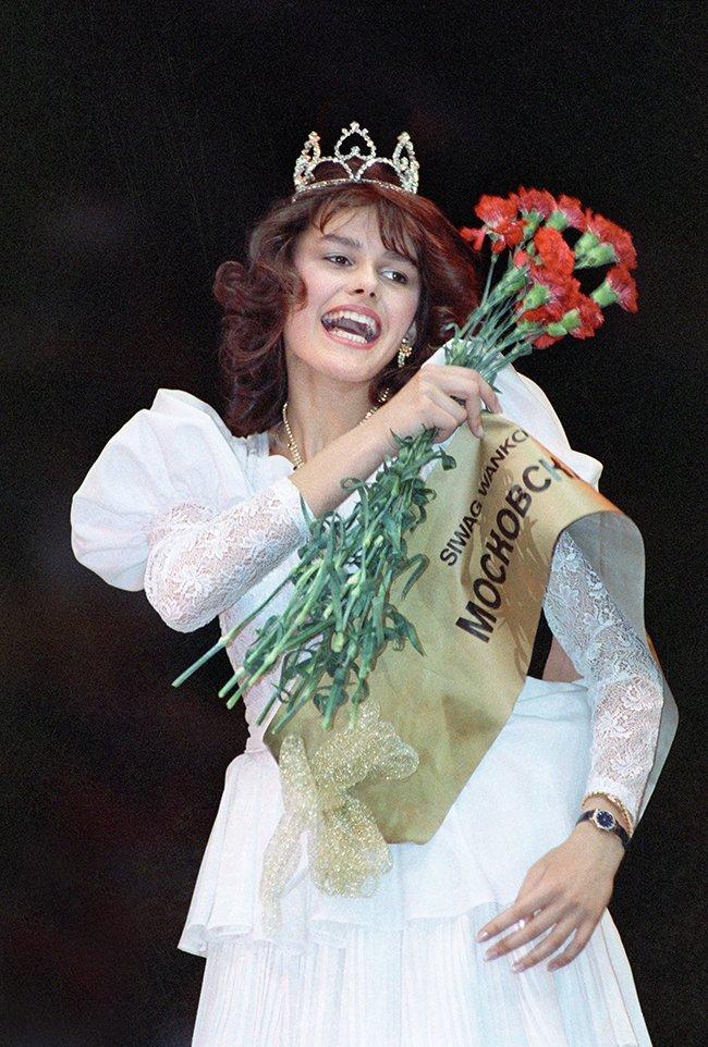 """Masha Kalinina, winner of the 1988 """"Moscow Beauty"""" contest. July 17, 1988"""