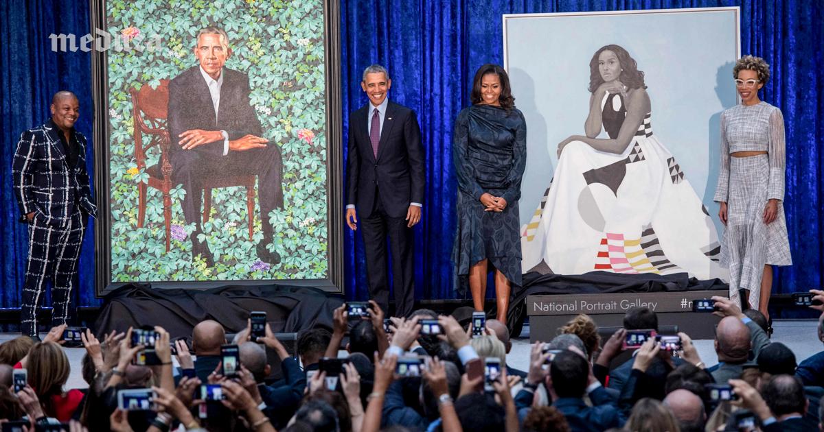 ВВашингтоне представили официальные портреты Барака иМишель Обамы. Бывший президент просил нарисовать ему уши поменьше — Meduza