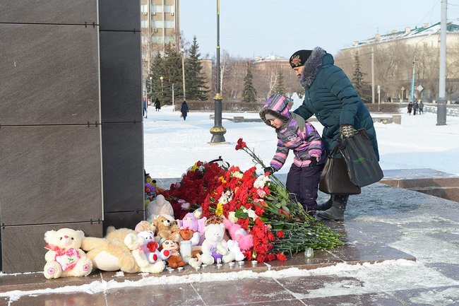 A makeshift memorial for the victims of the Moscow plane crash, Orsk, February 12, 2018