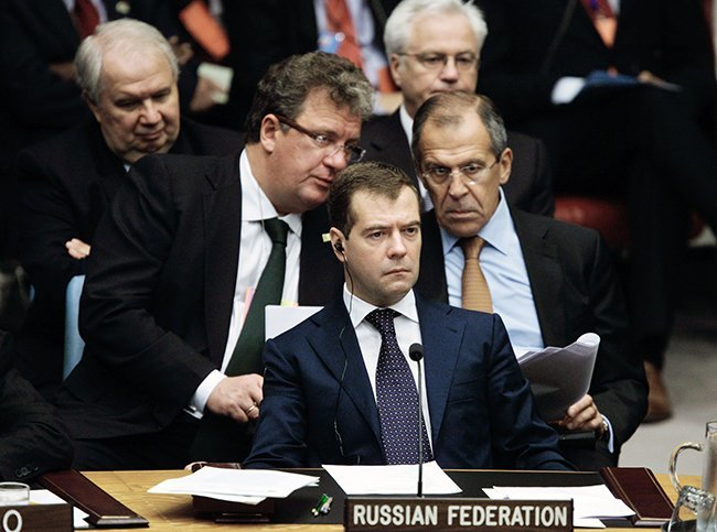 From left to right: Sergey Prikhodko (then serving as a presidential advisor), Russian President Dmitry Medvedev, and Foreign Minister Sergey Lavrov at a UN Security Council conference in New York on September 24, 2009