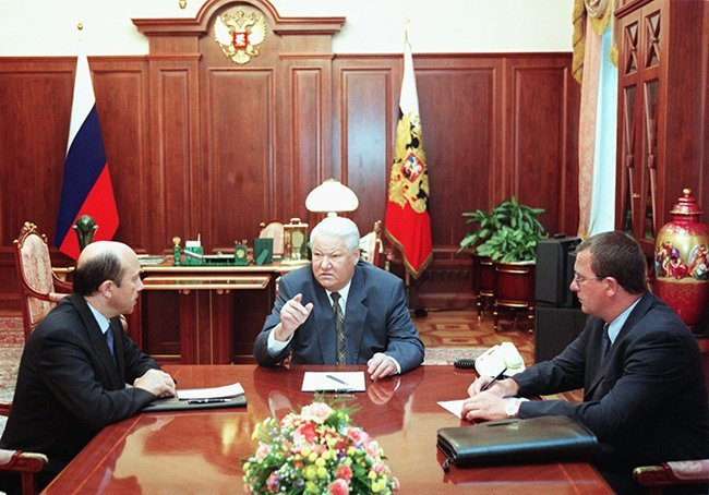 From left to right: Foreign Affairs Minister Igor Ivanov, Russian President Boris Yeltsin, Deputy Chief of Staff Sergey Prikhodko, meeting at the Kremlin, August 23, 1999