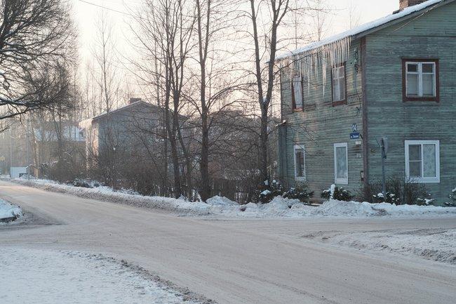 Эта иследующие две фотографии: старые финские дома вСветогорске