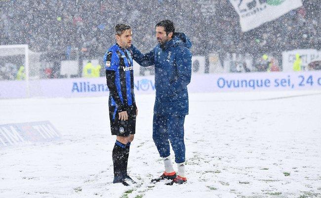 Футболисты перед матчем «Ювентус»— «Аталанта», который отменили из-за снегопада