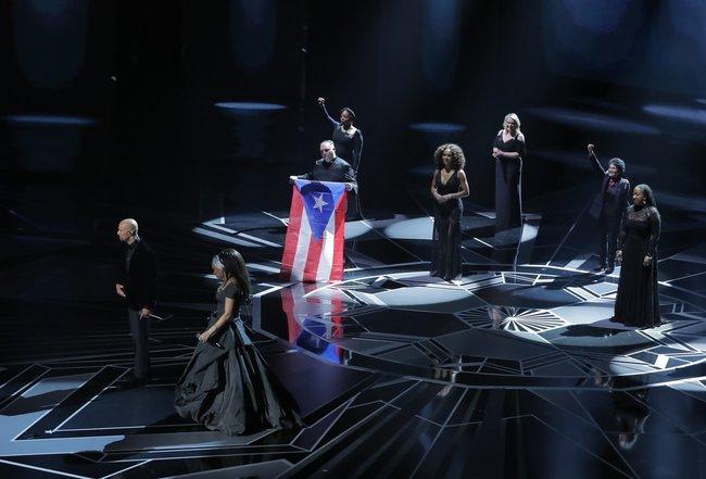 Андра Дэй иКоммон исполняют песню «Stand Upfor Something» изкартины «Маршалл»
