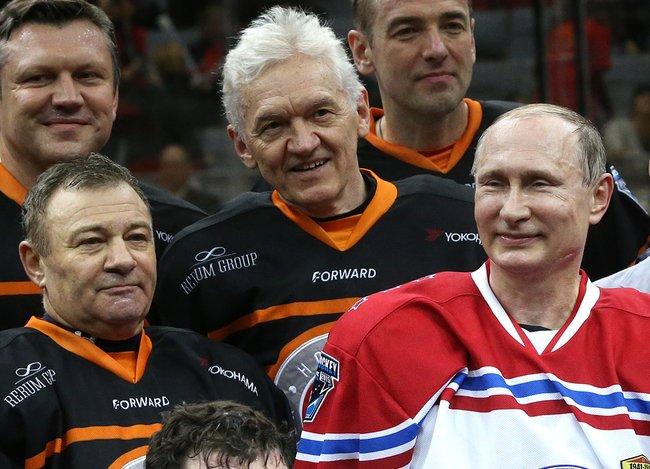 Аркадий Ротенберг, Геннадий Тимченко иВладимир Путин наматче Ночной хоккейной лиги, Сочи, 16мая 2015 года