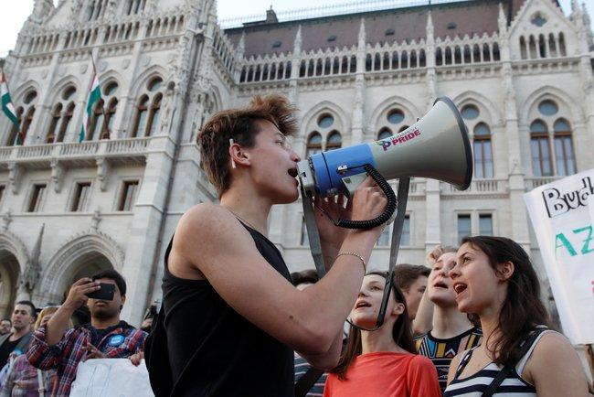 Студенческая демонстрация в поддержку Центрально-Европейского университета в Будапеште, 2 апреля 2017 года