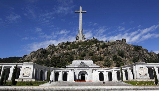 ВИспании есть Долина Павших, где похоронены 34 тысячи погибших вГражданской войне. Сейчас там начались работы попоиску четырех тел