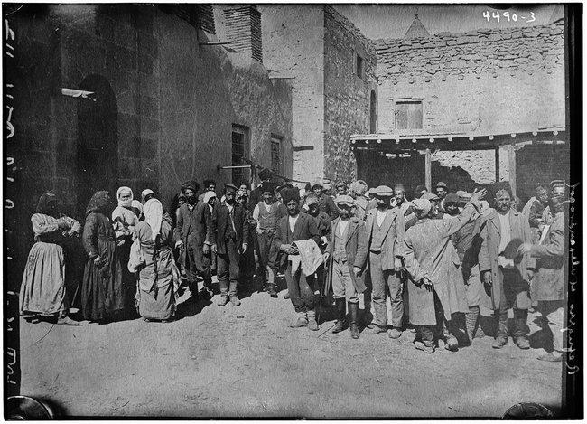 Армянские беженцы вГюмри. Фотография сделана между 1915-м и1920 годами.