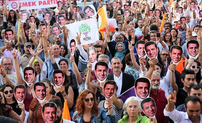 Демонстрация вподдержку турецкого оппозиционного политика Селахаттина Демирташа вАнкаре, 19июня 2018 года