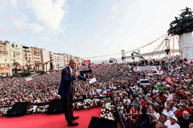 Лидер Республиканской народной партии Турции Мухаррем Индже наоппозиционном митинге вИзмире, 21июня 2018 года