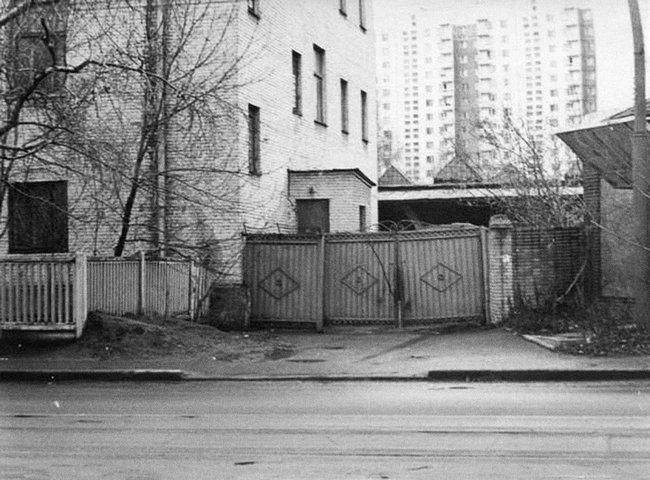 Здание Мосгорсуда вдень, когда состоялся суд над Абрамкиным. Назаднем плане— крыша гаража, накоторой сидели Павловский ифотограф