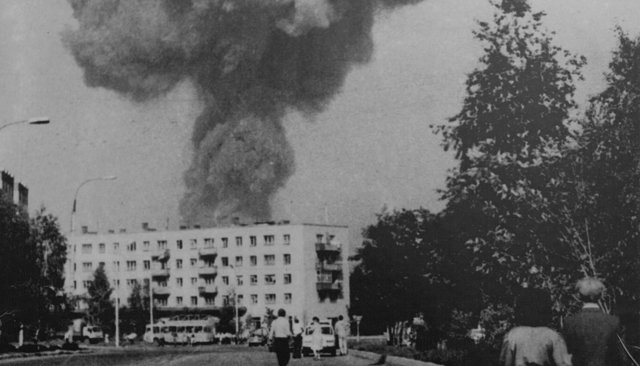 The explosion in Arzamas on June 4, 1988. Image recorded by amateur photographer Nikolai Bloshenkov.