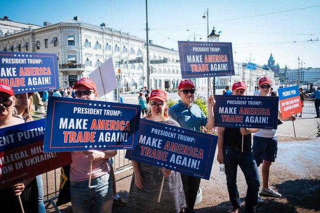 «Пусть Америка снова торгует». Акция против торговой войны, начатой Дональдом Трампом. Хельсинки, 16июля 2018 года