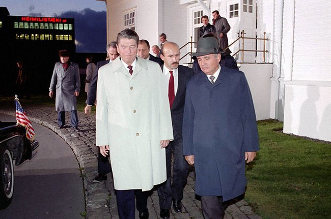 Ronald Reagan and Mikhail Gorbachev during negotiations in Reykjavik, December 1986.