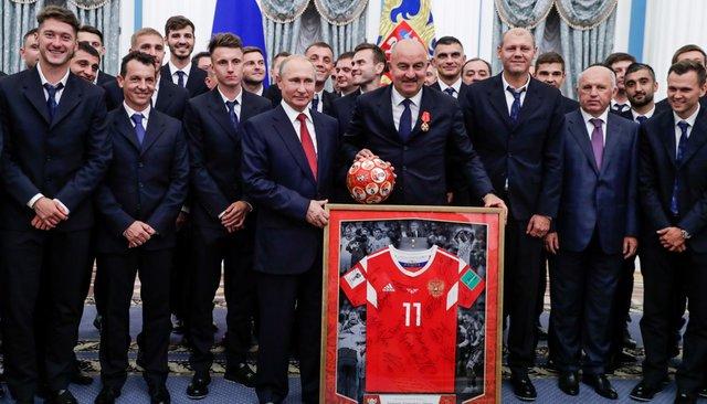 Сборная России пофутболу вЕкатерининском зале Кремля, 28июля 2018 года