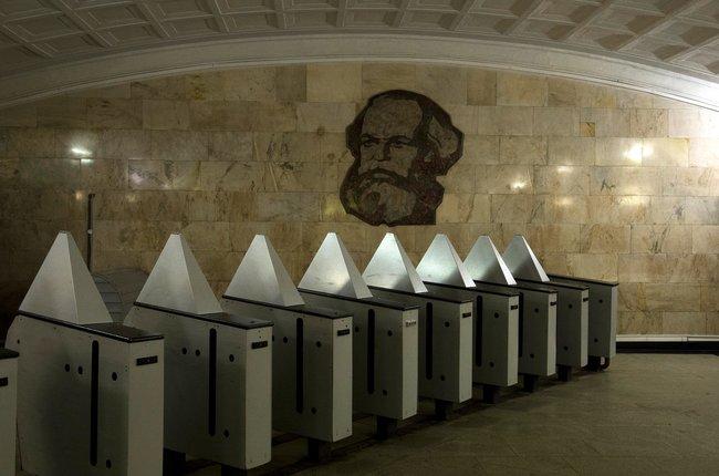 Станция метро «Театральная». 2017