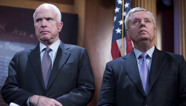 Сенаторы Джон Маккейн иЛиндси Грэм, январь 2017 года
