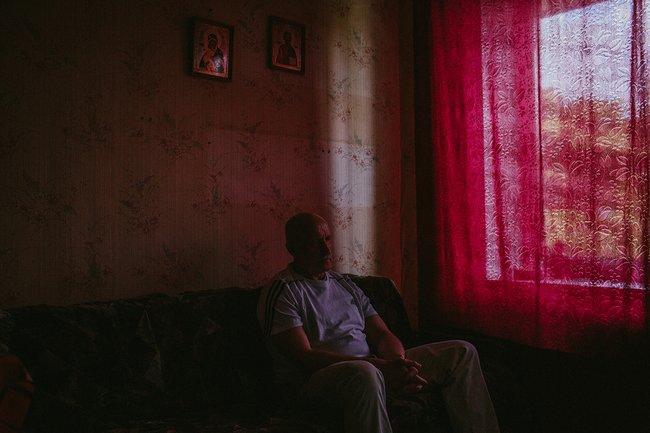Александр Леонов всъемной квартире вСанкт-Петербурге, 18июня 2018 года