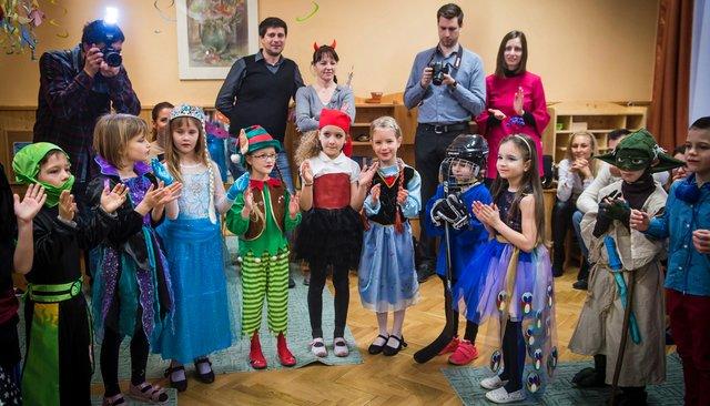 Венгерские детсадовцы вкарнавальных костюмах, 8февраля 2018 года
