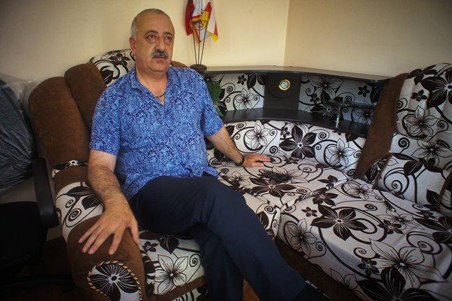 Глава Торгово-промышленной палаты Южной Осетии Алан Алборов врабочем кабинете, июль 2018 года