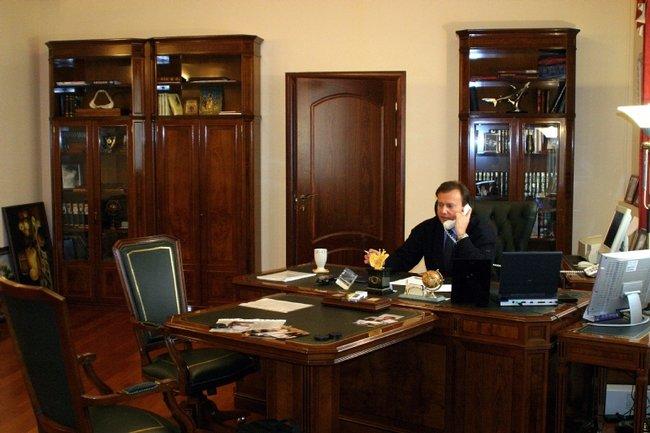 Владелец «Стикс-С» Владимир Панин вофисе, 9января 2004 года