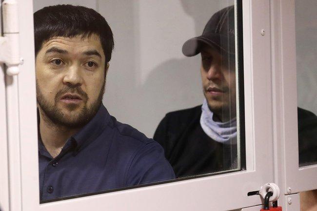 Умар Хасанов иЗафар Гулямов слушают приговор суда, 9августа 2018 года