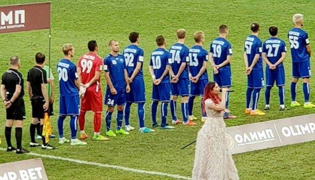 Украинский футболист неповернулся кфлагу России перед матчем вСочи. Онобъяснил, что вэтот момент молился