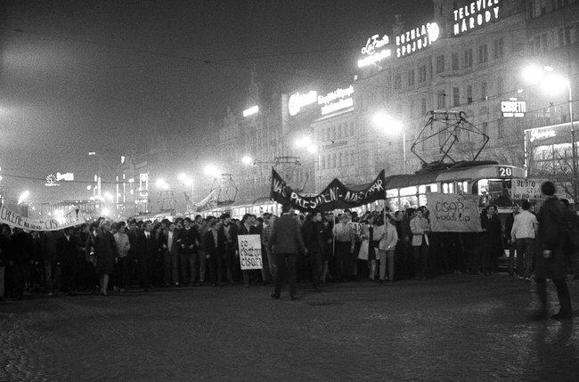 Демонстрации вподдержку Пражской весны. Вацлавская площадь, март 1968 года