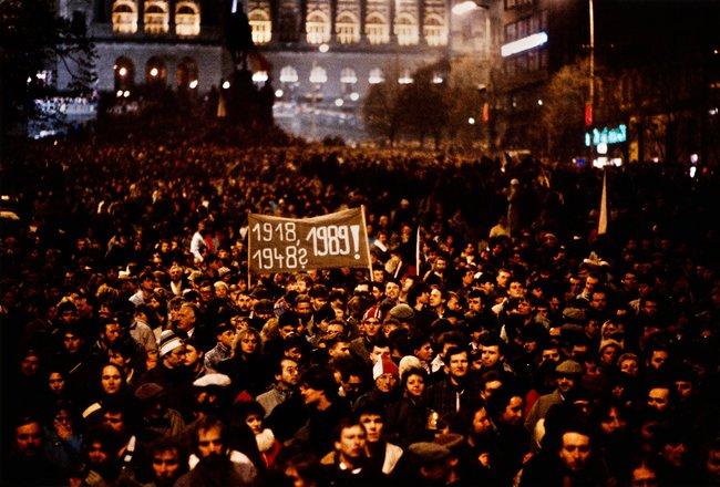 Участники антикоммунистической демонстрации 20ноября 1989 года