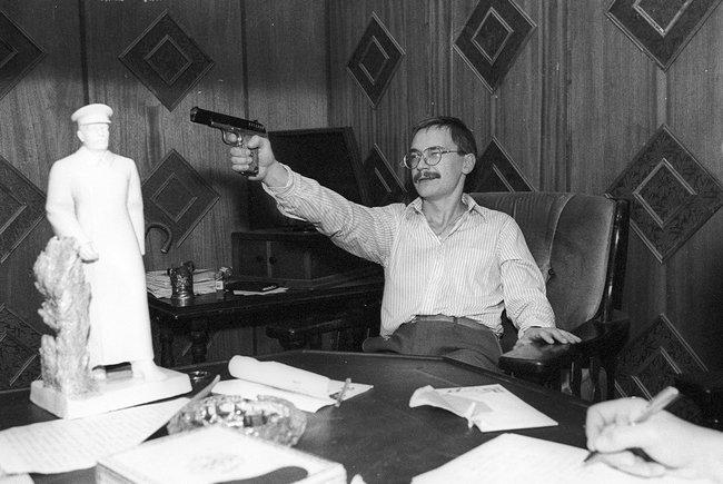 Герман Стерлигов всвоем рабочем кабинете вофисе «Алисы» вМоскве, 1992 год