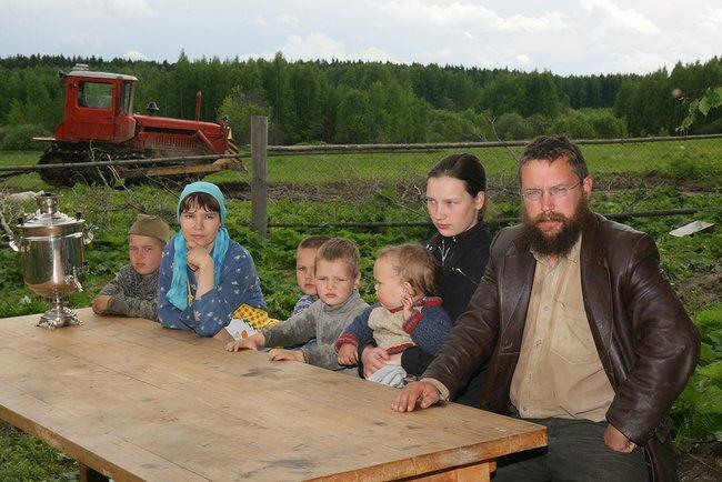 Стерлигов, его семья иего хозяйство впервой Слободе под Можайском, 2006 год