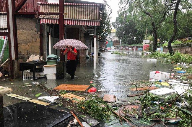 Затопленные улицы вдеревне рядом сГонконгом