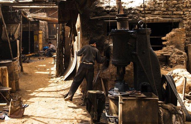 Кузнечный магазин встаром городе вКашгаре, 18апреля 2009 года