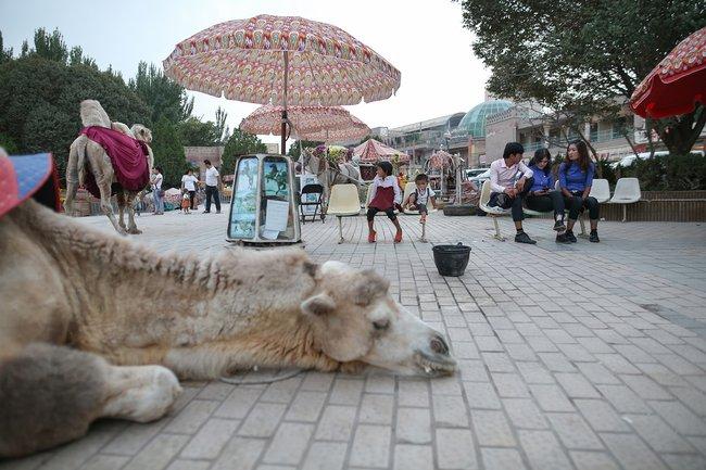 Аттракционы наплощади уцентральной мечети Кашгара