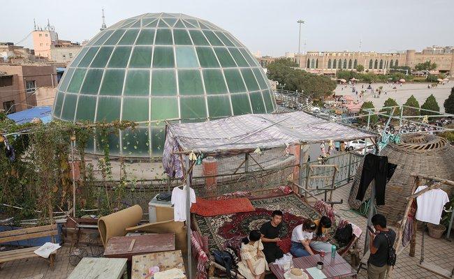 Вцентре старого города вКашгаре: вид наплощадь уцентральной мечети