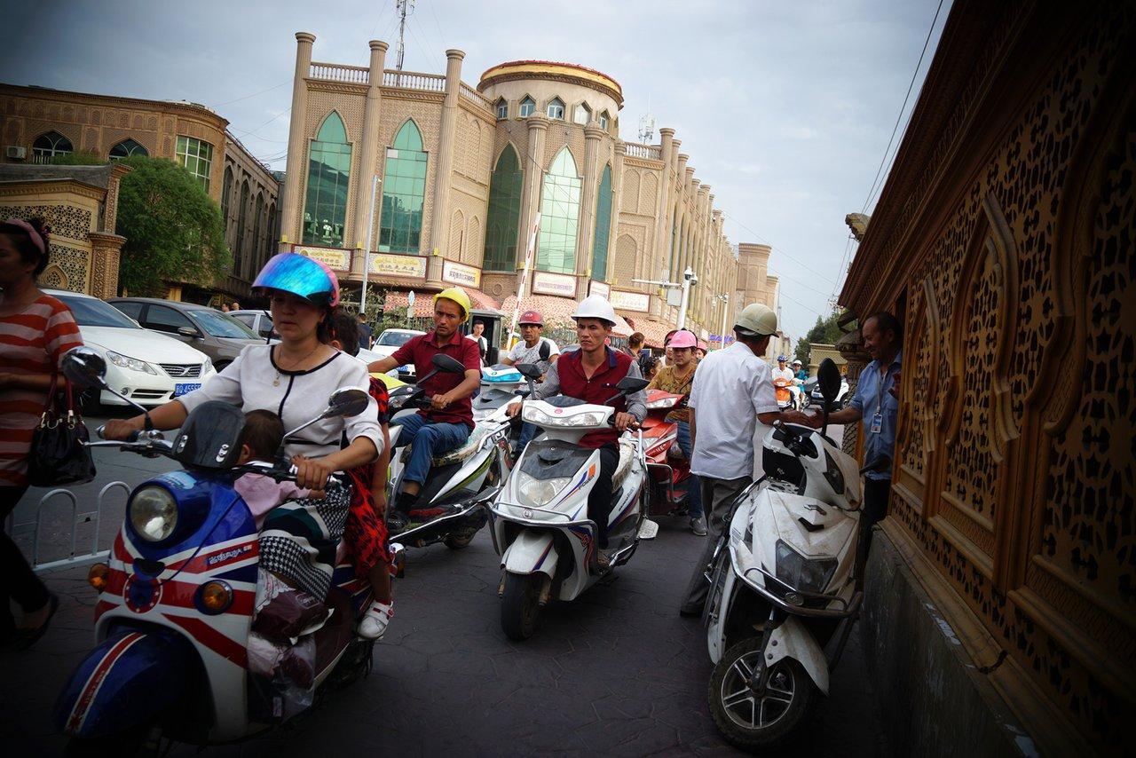 Концлагерь на 10 миллионов уйгуров Китай построил в провинции Синьцзян полицейское государство будущего. Мы там побывали [20]