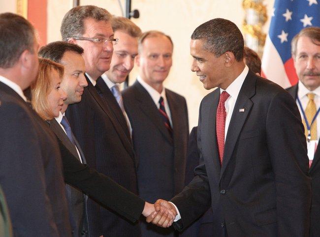 Июль 2009 года. Встреча президента США Барака Обамы сроссийской делегацией перед началом российско-американских переговоров вКремле