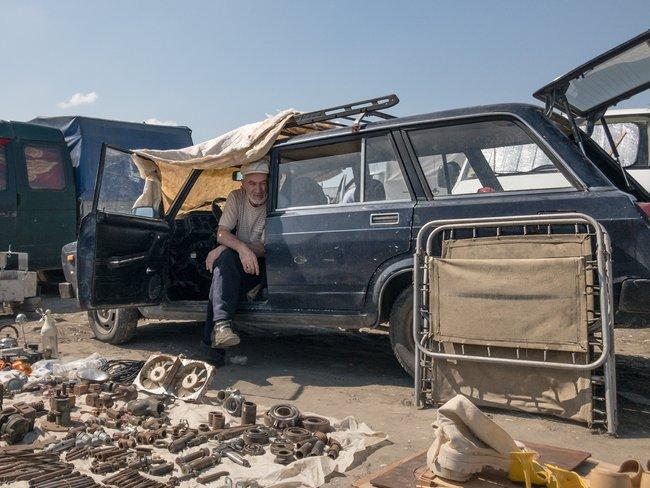 Продавец наблошином рынке вГрозном