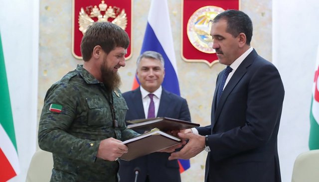 Chechen leader Ramzan Kadyrov and Ingushetia head Yunus-bek Yevkurov sign an agreement on securing the border between their regions in Magas, September 26, 2018