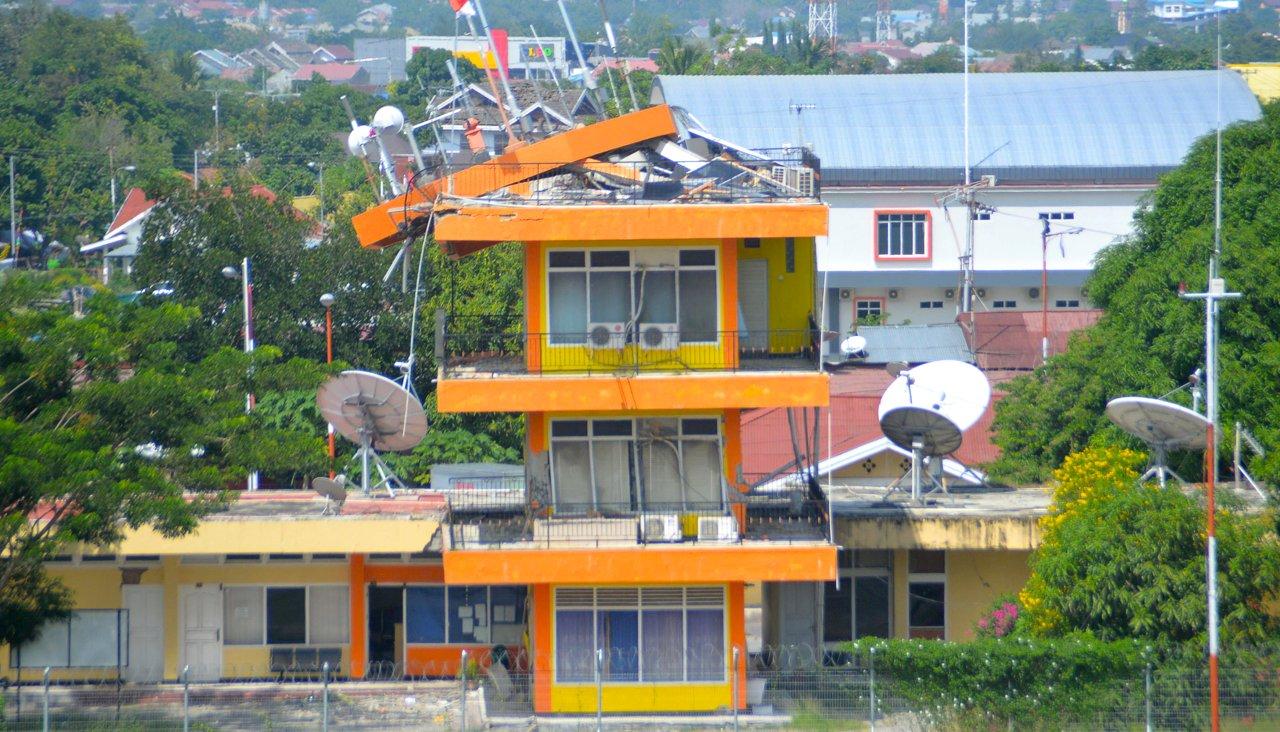 Извержение вулкана Сопутан вИндонезии: свидетели делятся своими видео