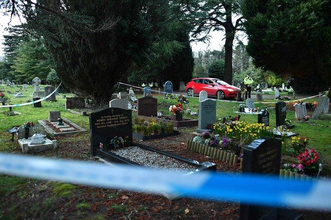 Полицейский накладбище вСолсбери. Здесь похоронен сын Сергея Скрипаля