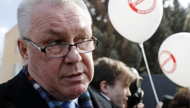"Volokolamsk Mayor Pyotr Lazarev at a protest against the ""Yadrovo"" landfill, April 1, 2018"