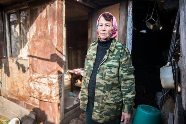 Любовь Суслова— одна изпримерно ста жителей нароссийской части Большого Уссурийского острова