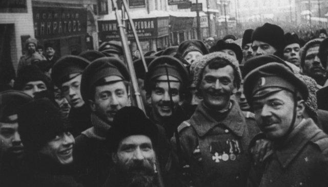 ÐоÑква поÑле ФевÑалÑÑкой ÑеволÑÑии 1917 года. ÐÐ°Ð´Ñ Ð¸Ð·ÂÑилÑма Â«ÐодовÑина ÑеволÑÑии»
