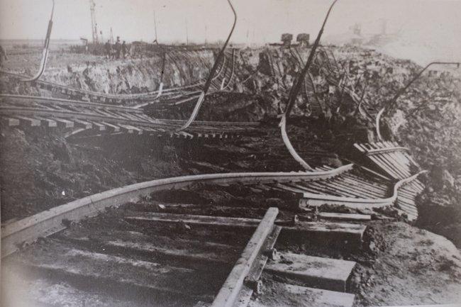 Железная дорога вдеревне Налбанд после землетрясения, декабрь 1988 года