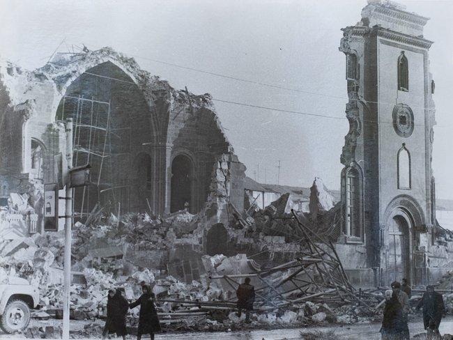 Главный храм Гюмри— Сурб Аменапркич— после землетрясения, декабрь 1988 года