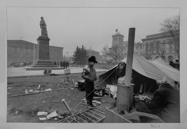 Центральная площадь Гюмри, декабрь 1988 года