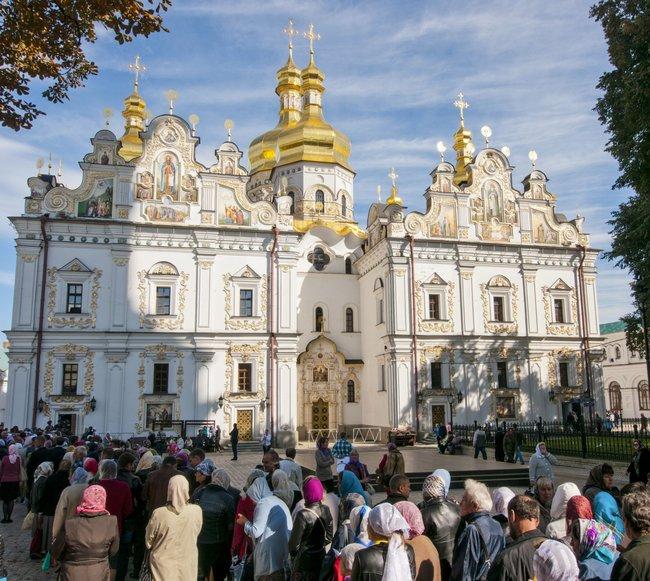 Паломники уУспенского собора Киево-Печерской лавры, 15апреля 2014 года