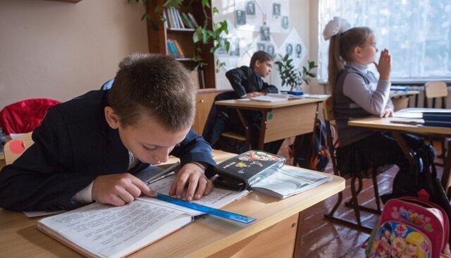 Мыузнали учитателей, что запрещено вроссийских школах. Оказалось, что почти все!